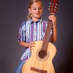 Dívka s kytarou