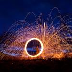 Luminografie s ocelovou vlnou a oblohou